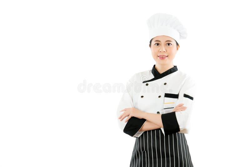 成功的亚洲妇女厨师十字架胳膊 免版税图库摄影