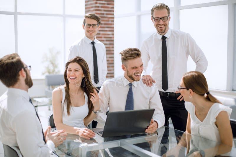 成功的企业团队工作在一个现代办公室 图库摄影