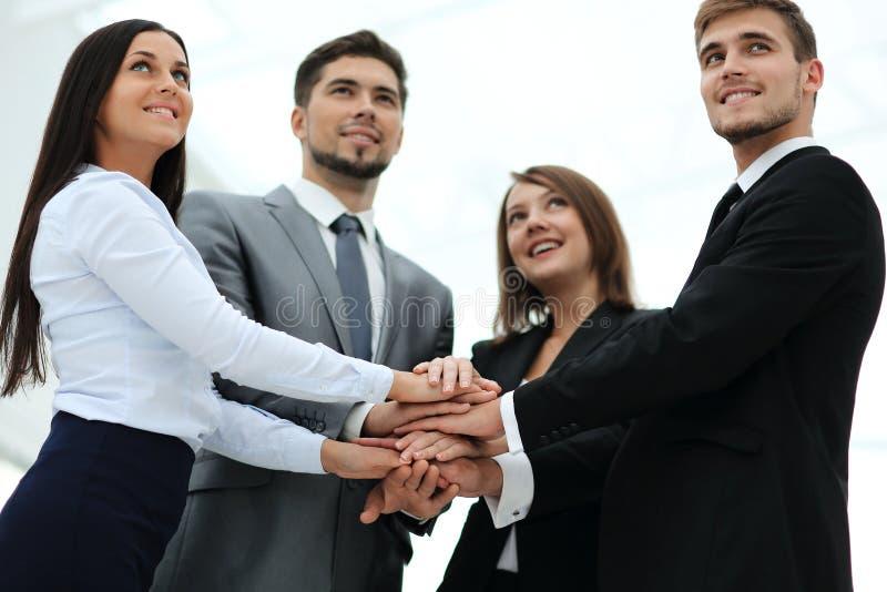 成功的企业队与一起折叠了他的手 图库摄影