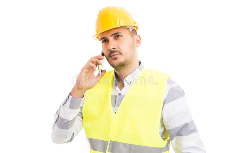 成功的工头或建筑工人谈话在电话 免版税库存图片