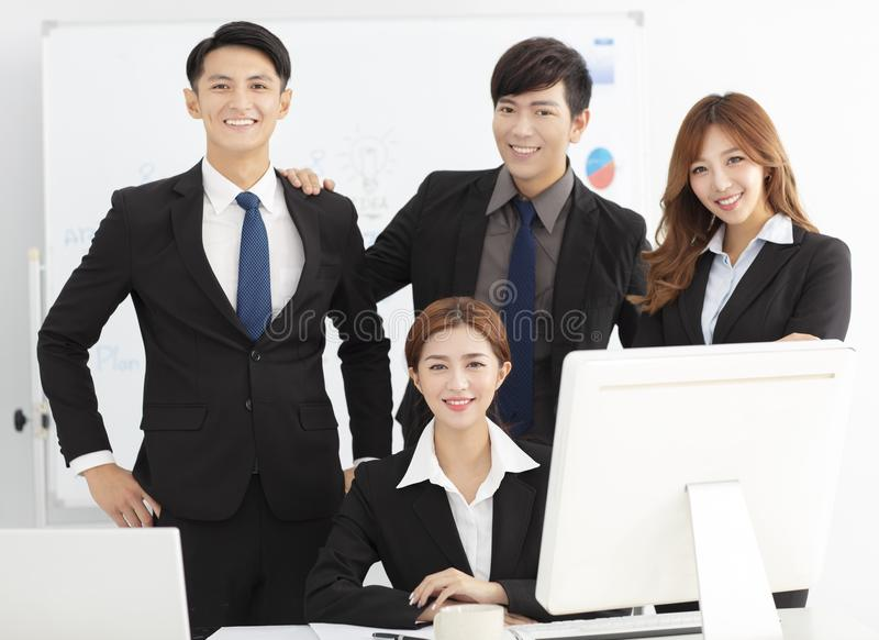 成功的年轻企业队在办公室 免版税库存图片