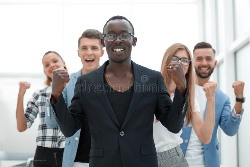 成功的确信的businessmans庆祝成功 免版税库存照片