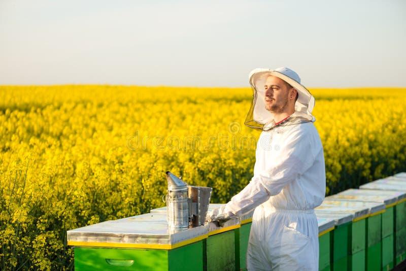 成功的养蜂家 免版税库存照片