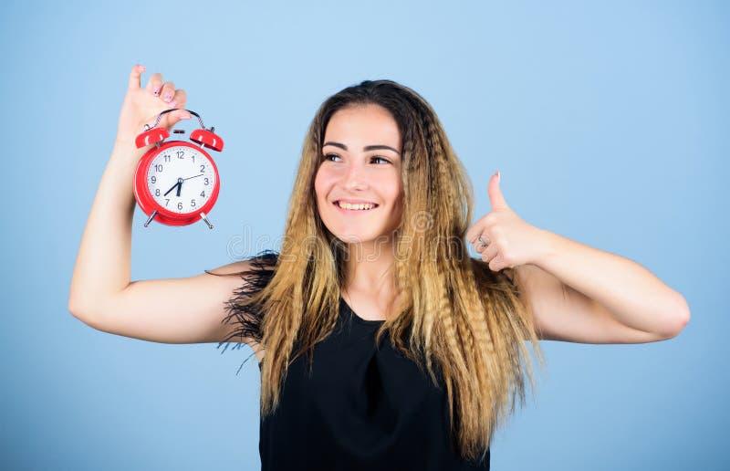 成功 迟到的女人 截止时间 时间管理 时区 守时与纪律 女孩闹钟 免版税库存图片
