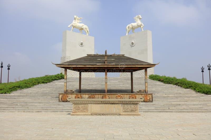 成吉思汗陵墓,多孔黏土rgb马雕塑  库存图片