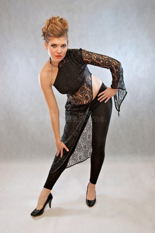 黑成套装备的妇女,时尚 库存照片