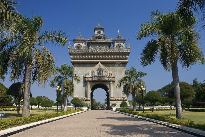 成拱形亚洲老挝patuxai万象视图 库存照片