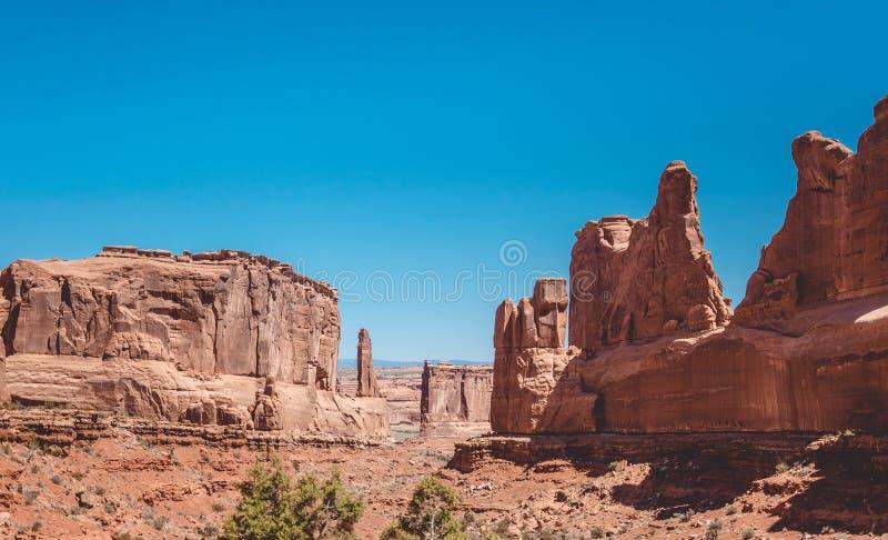 成拱形国家公园犹他 公园大道 岩石在默阿布沙漠 免版税库存图片