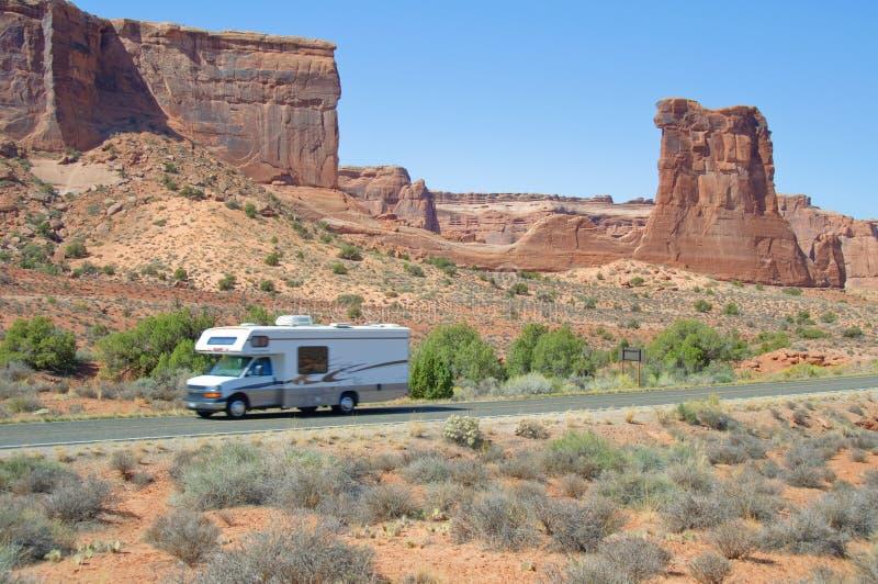成拱形峡谷日晴朗的美国犹他 库存照片