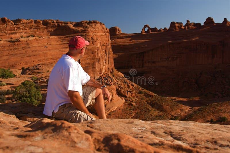 成拱形红色岩石 免版税库存图片