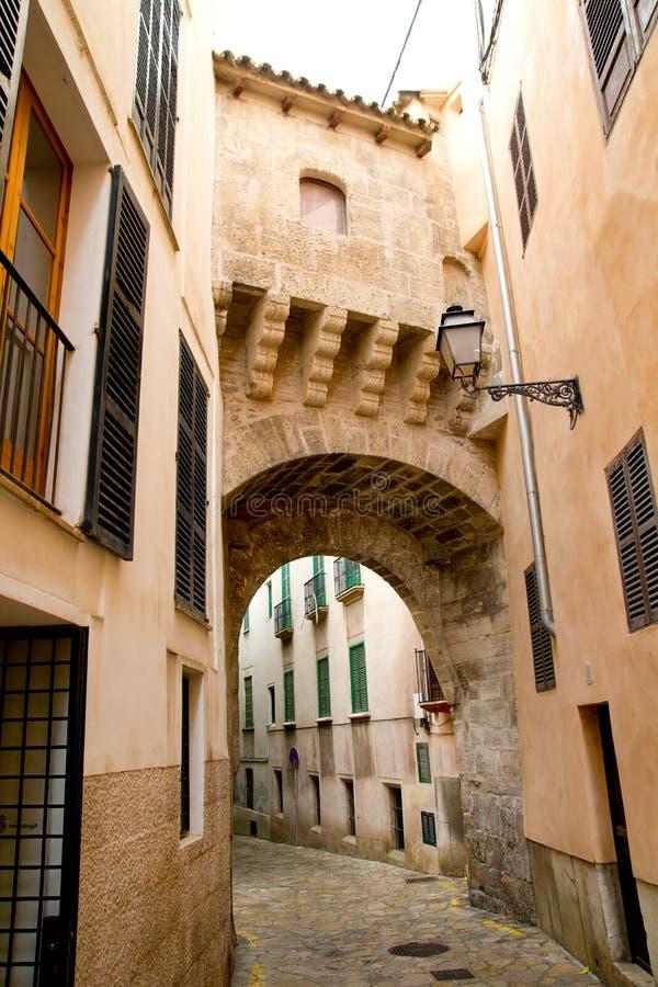 成拱形西班牙语人聚居的区域calatrava majorca 免版税图库摄影