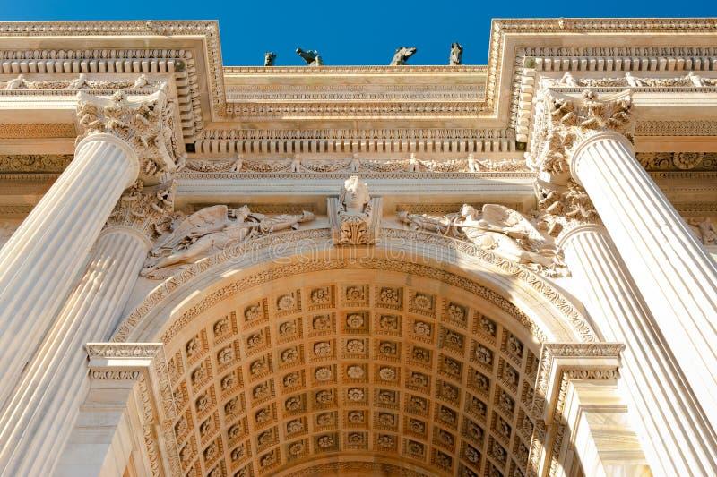 成拱形门米兰和平sempione 图库摄影