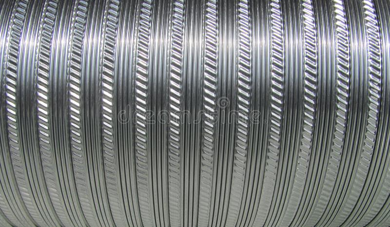 成波状的金属管子用于通风系统 库存照片