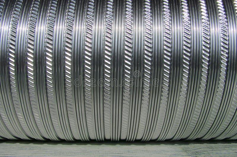 成波状的金属管子用于通风系统 免版税库存照片