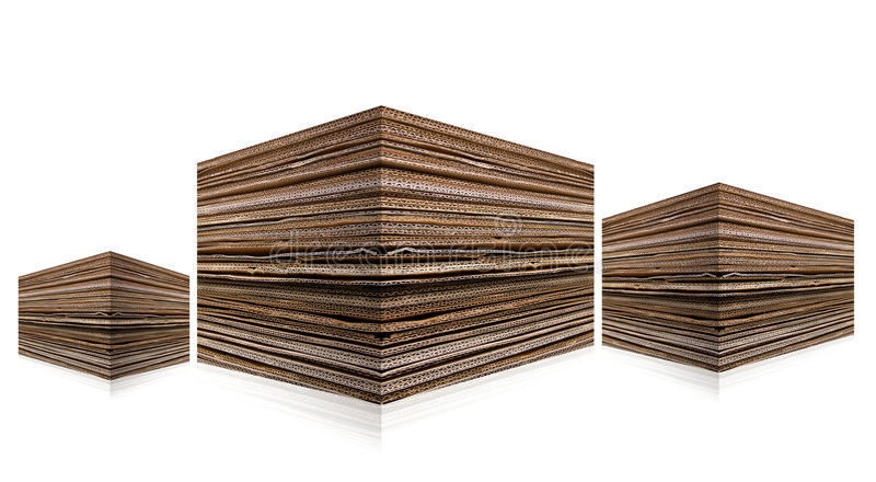 成波状被堆积的纸板 免版税库存照片