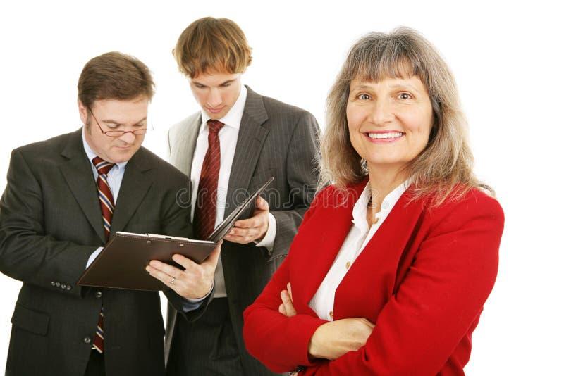 成熟企业女性的领导先锋 图库摄影