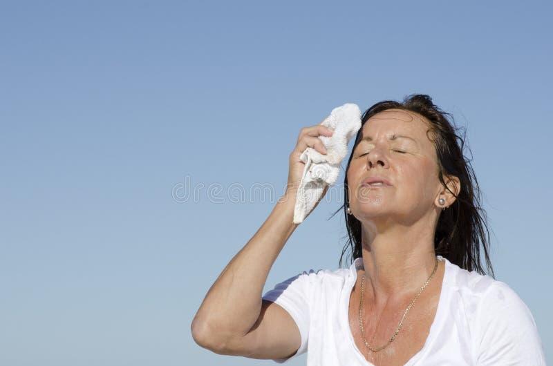 成熟妇女更年期重点冒汗 免版税库存照片