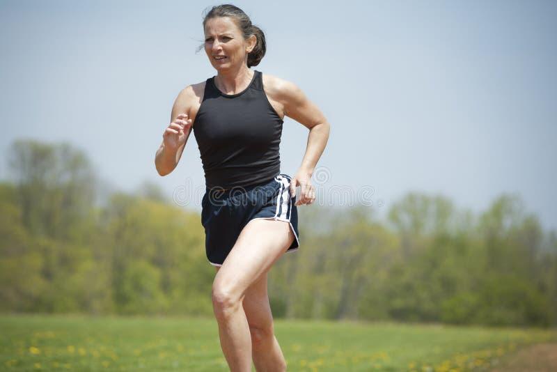 成熟妇女赛跑 库存图片