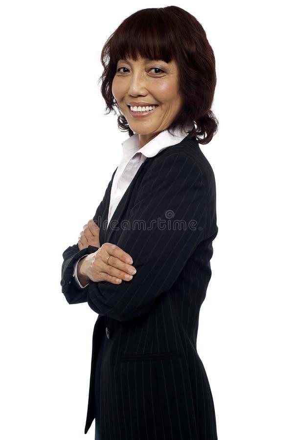 成熟的亚洲女性顾问副姿势  免版税库存照片