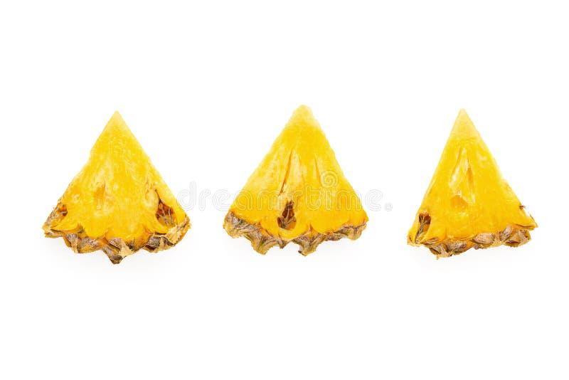 成熟菠萝是在白色背景隔绝的热带水果 免版税库存照片