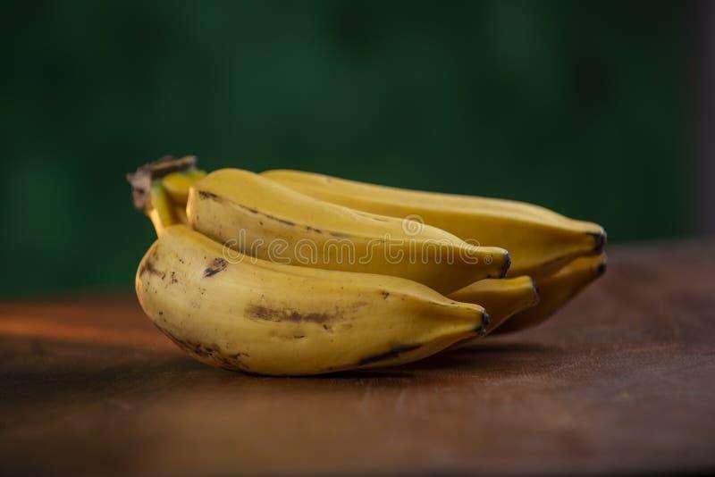 成熟银色香蕉束 库存图片