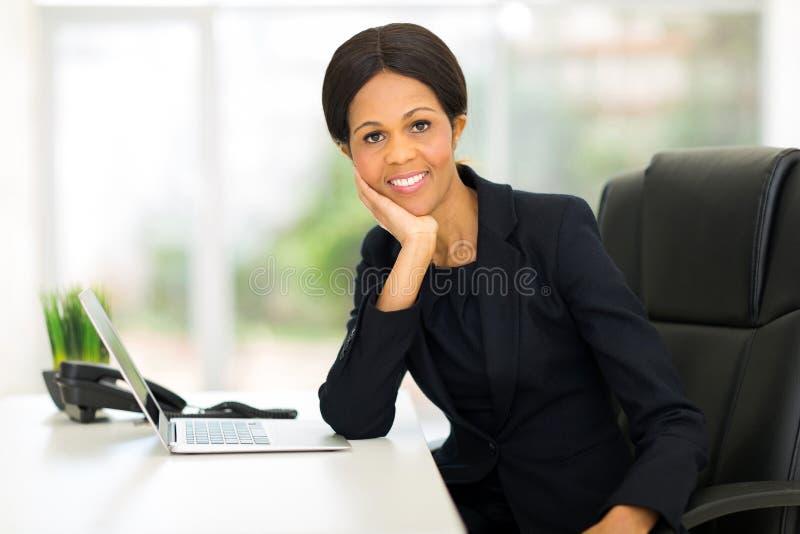 成熟非洲女实业家 库存照片