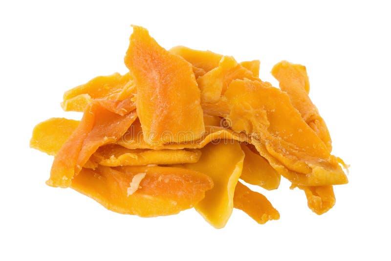 成熟黄色烘干了芒果在白色backgroun隔绝的果子切片 免版税库存图片