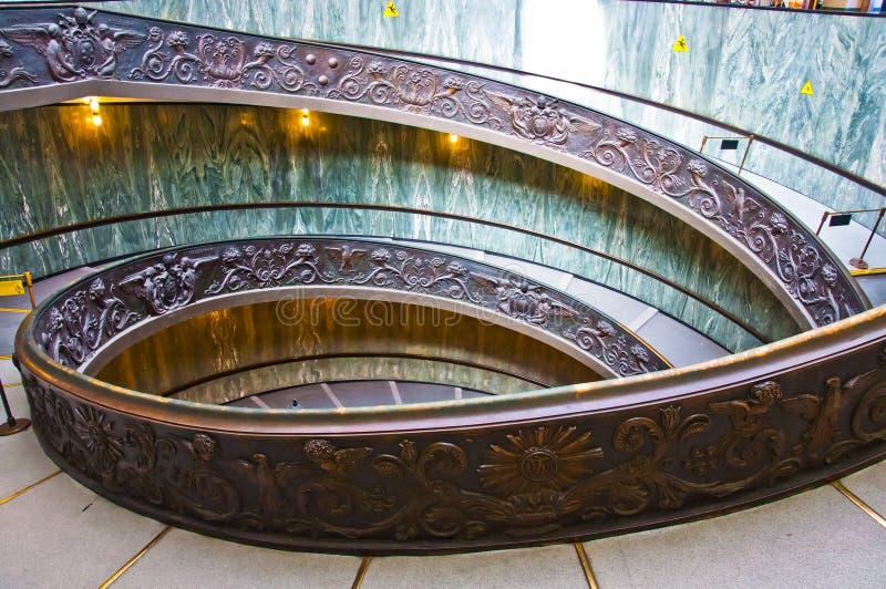 成螺旋形上升的台阶在梵蒂冈 图库摄影