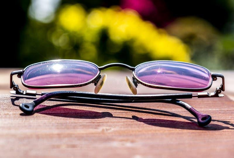 成衣的太阳镜的夏天概念 免版税图库摄影