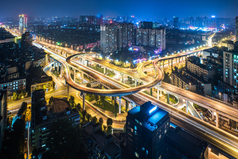 成都天桥鸟瞰图在晚上 免版税库存照片