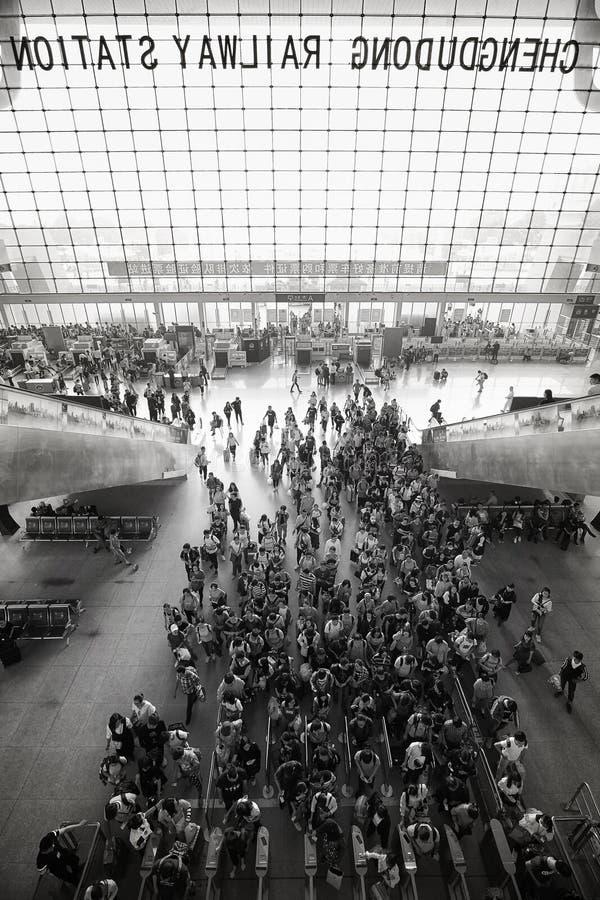 成都火车站现代建筑群人群排队 图库摄影