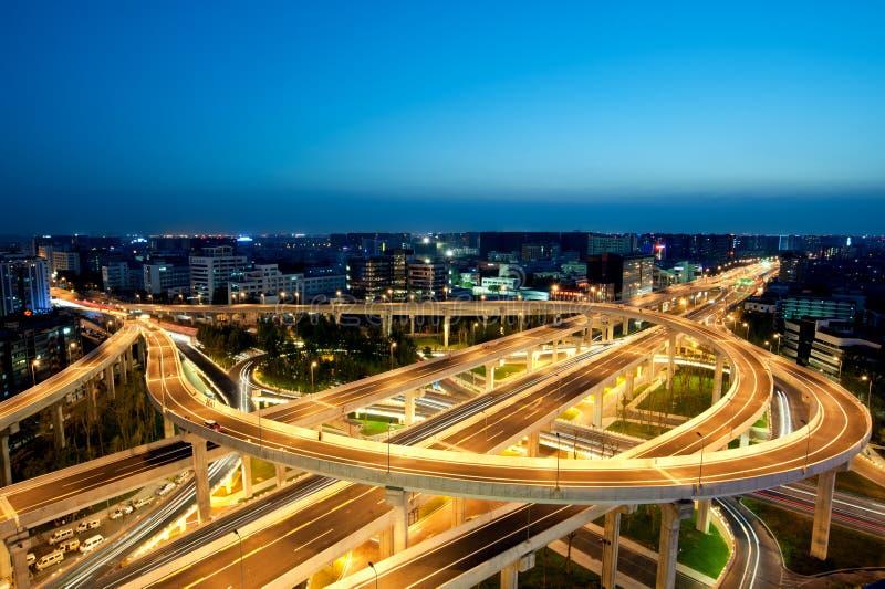 成都,中国,城市天桥在晚上 图库摄影