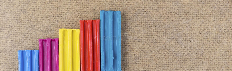 成长图表由彩色塑泥制成 图库摄影