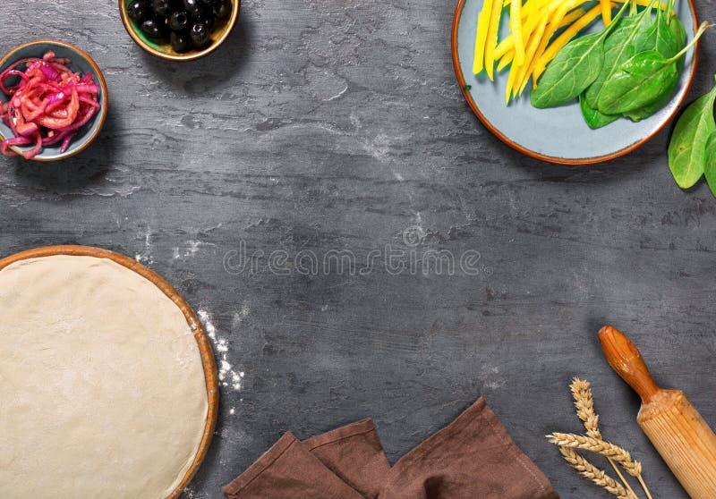 成份框架烹调的素食薄饼 库存图片