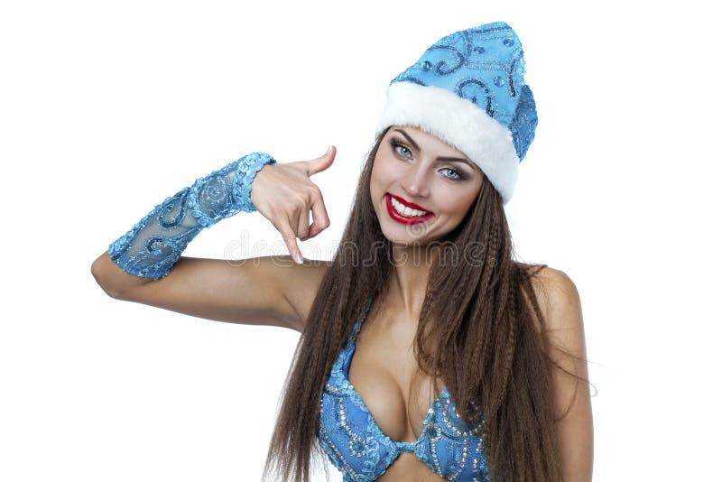 给我一个电话,作为俄国雪打扮的年轻美丽的妇女Ma 库存图片
