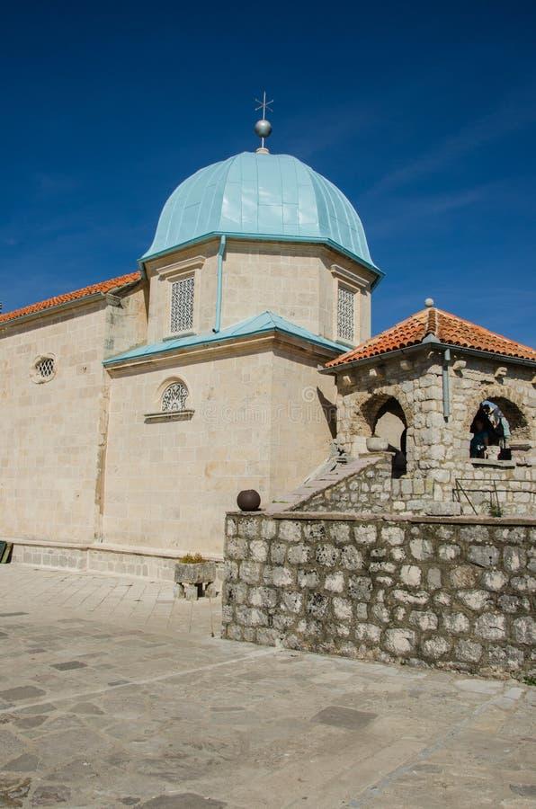 我们的夫人岩石,科托尔海湾,黑山教会  免版税库存照片