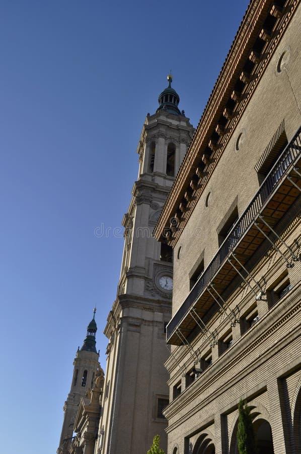 我们的夫人毛发,萨瓦格萨,西班牙大教堂的塔  图库摄影