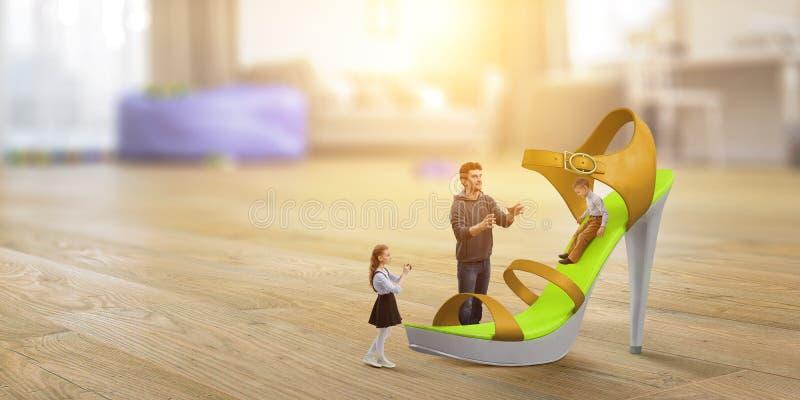 我们的微型家庭世界 r 免版税图库摄影