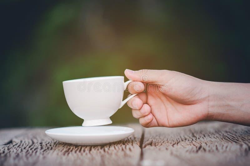 我们的手和我们的可口咖啡 免版税库存照片