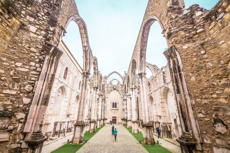 我们的芒特卡梅尔Igreja的夫人哥特式教会的废墟做卡尔穆,里斯本,葡萄牙 免版税库存照片