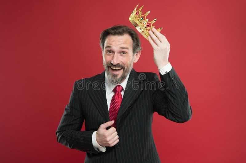 我公正优越 成为的国王仪式 奖和成就 感觉的优势 是优越人 r 免版税库存照片