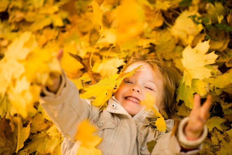 我是愉快的它是秋天 免版税库存图片