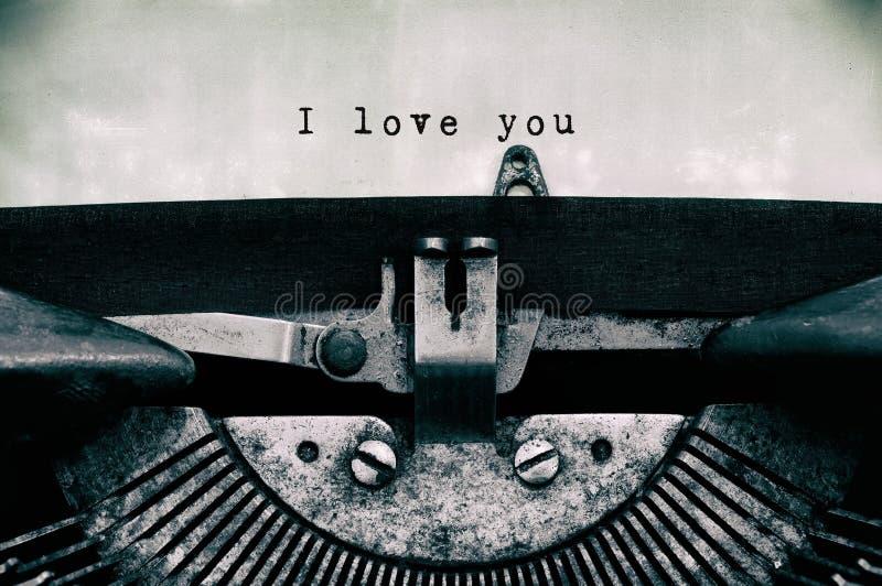 我爱你在葡萄酒打字机键入的词 免版税库存图片
