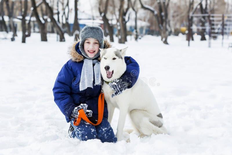 Download 我的最好的朋友和I 库存图片. 图片 包括有 季节, 降雪, 朋友, 作用, 敬慕, 宠物, 友谊, 室外 - 59105935