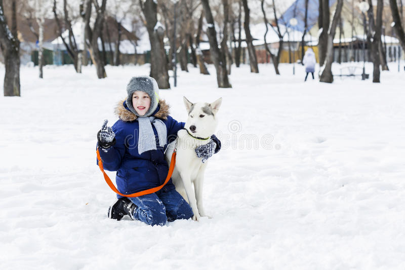 Download 我的最好的朋友和I 库存图片. 图片 包括有 孩子, 敌意, 多雪, 季节, 嬉戏, 横向, 少许, 男朋友 - 59106089
