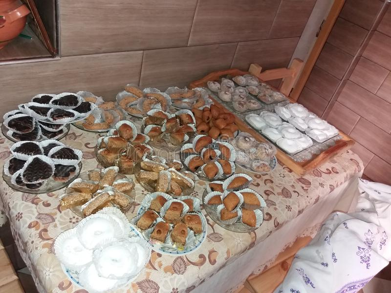 我的母亲烹调的阿拉伯甜点 免版税库存照片