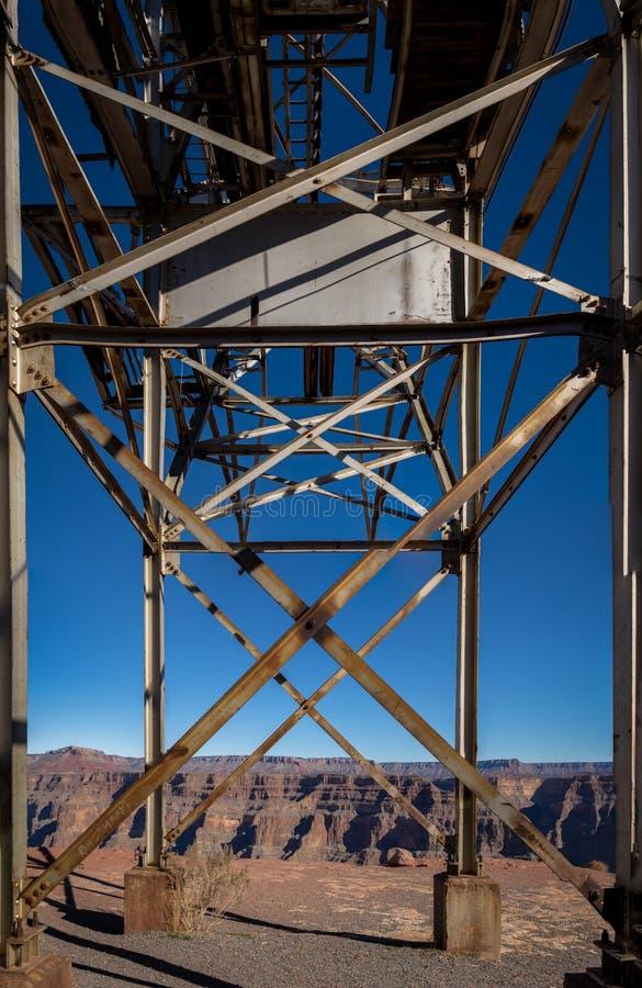 我的被放弃的缆绳架空索道在鸟粪点-大峡谷西部外缘,亚利桑那,美国 免版税库存照片
