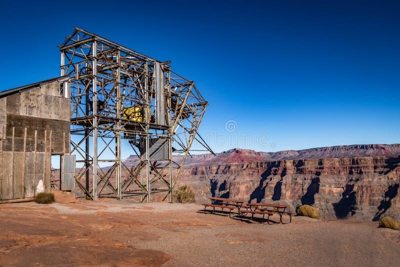 我的被放弃的缆绳架空索道在鸟粪点-大峡谷西部外缘,亚利桑那,美国 免版税库存图片