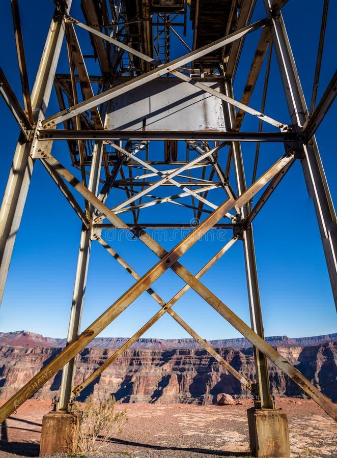 我的被放弃的缆绳架空索道在鸟粪点-大峡谷西部外缘,亚利桑那,美国 免版税图库摄影