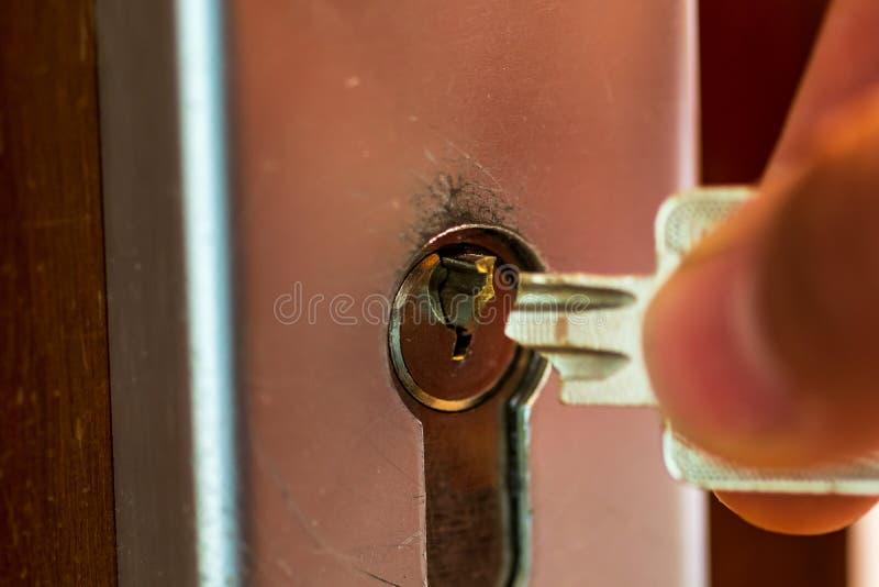 我的钥匙在锁被终止 图库摄影